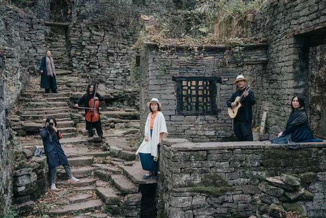北大教授戴锦华与音乐人小娟&山谷里的居民一起游荡糖舍