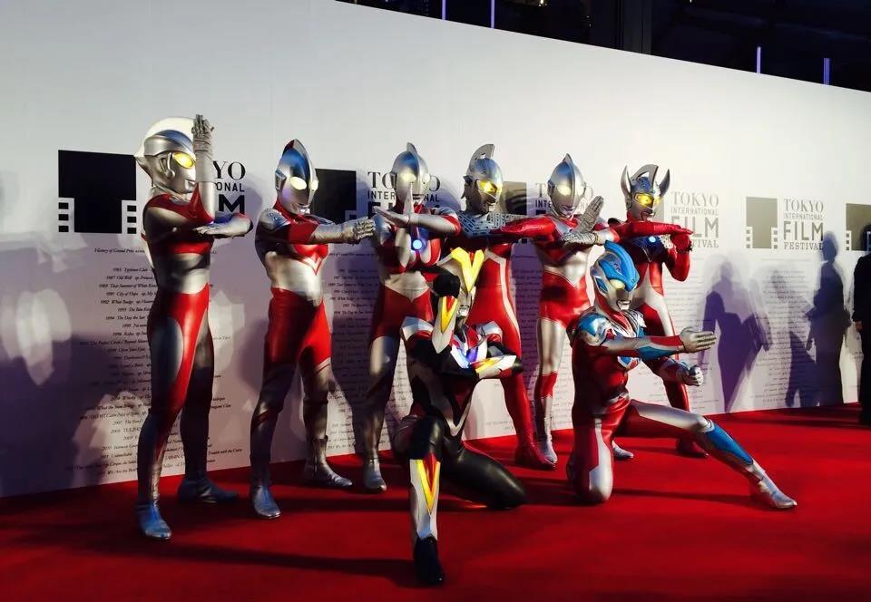 2014年东京国际电影节数代奥特曼亮相红毯。| 图源:视觉中国