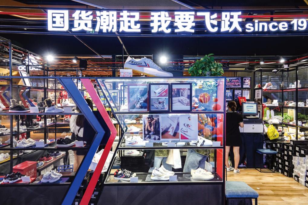 """无论是转型中的传统品牌还是新生品牌,都开始贴上""""国潮""""的标签    视觉中国图"""