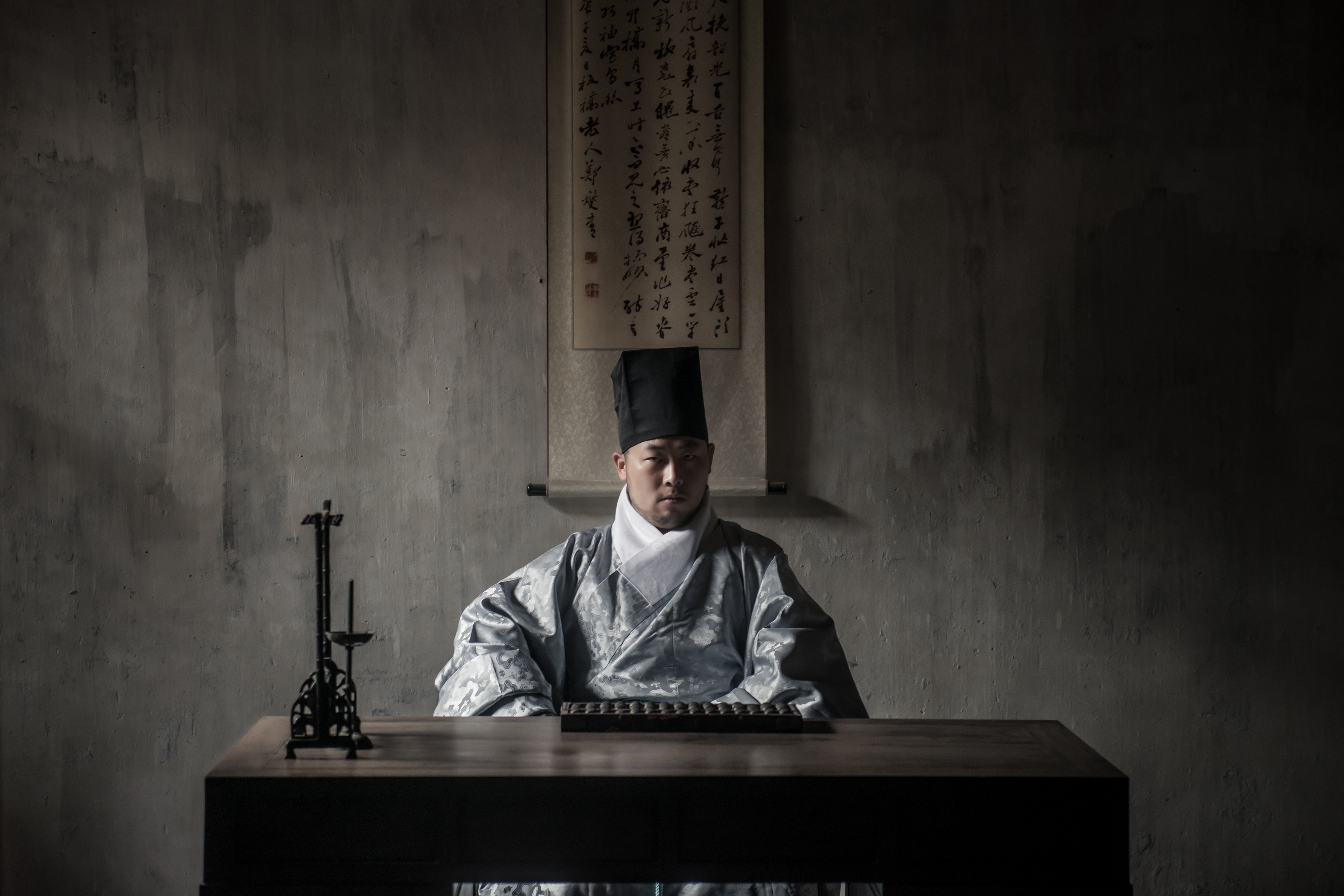 王轩是年轻的中国摄影家协会会员,也是资深中国服饰史爱好者。摄影/蒋述之