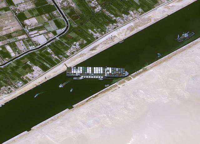 238艘货船被堵!疏通恐数周,苏伊士运河堵塞谁最受伤?