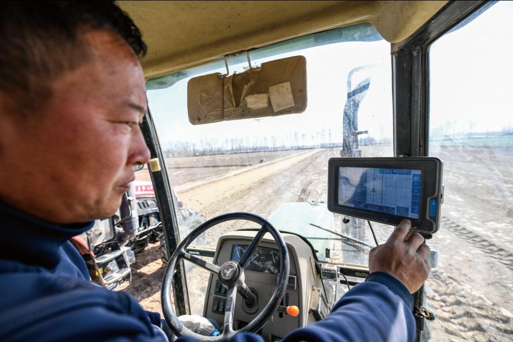 北斗行车记录仪是一种基于北斗卫星导航系统的车载终端     新华社图