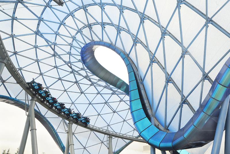 上海迪士尼乐园创极速光轮,是迪士尼全球首发的项目,代表了高科技的最新运用 视觉中国图