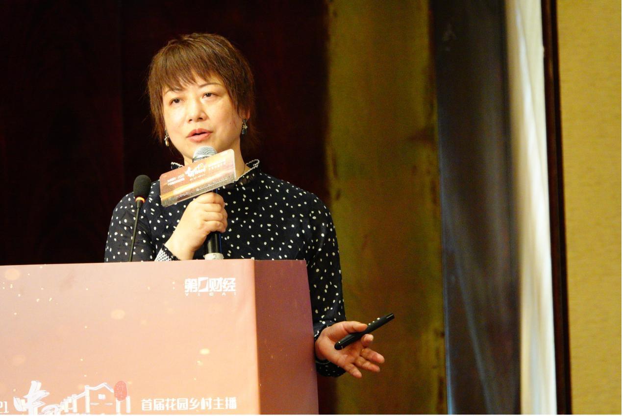 第一财经大型活动项目总监、中国最美村镇评选活动组委会秘书长  向红