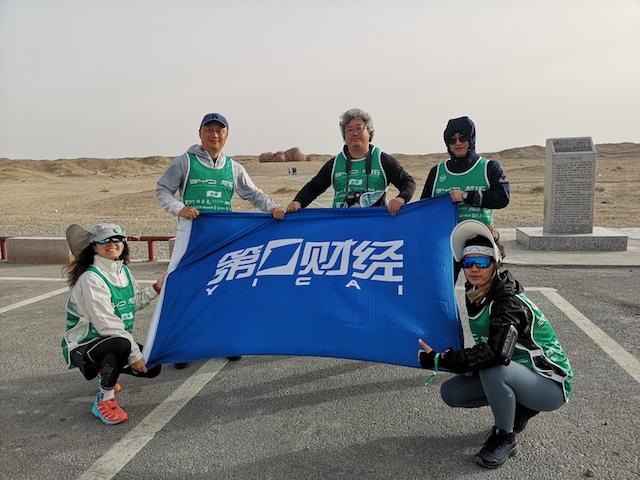 第一财经报道组钱晓菁、洪涛、任玉明、顾嘉良和李昊(从左至右)
