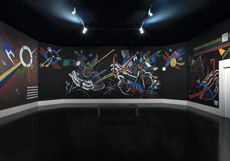 """康定斯基1922年为柏林""""无评委艺术展""""设计的虚拟门庭重建"""