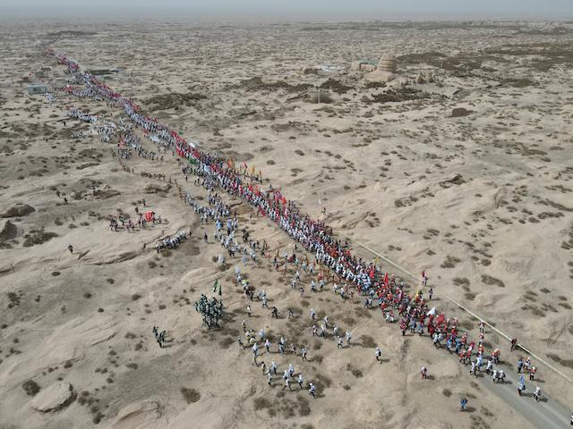 戈十六体验日,4495名选手走上戈壁赛道    摄影/任玉明
