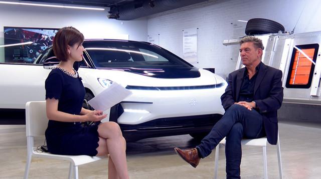 第一财经记者李爱琳专访FF全球CEO毕福康(右)