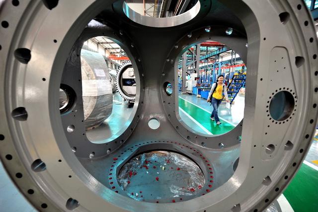 2020年中国制造业增加值达到26.59万亿元。图为一家风电设备制造企业。摄影/章轲