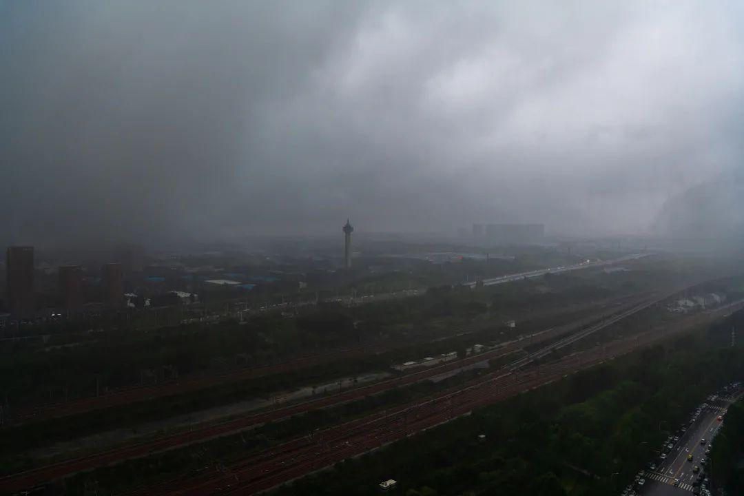 郑州东三环的暴雨景象