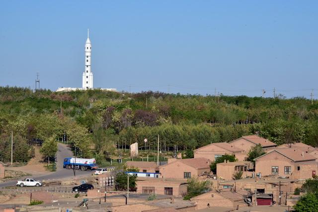 内蒙古阿拉善盟城市景观。摄影/章轲