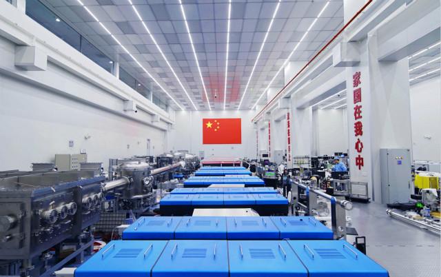 """中科院上海光机所的""""羲和""""激光大厅(资料照片)。新华社。"""