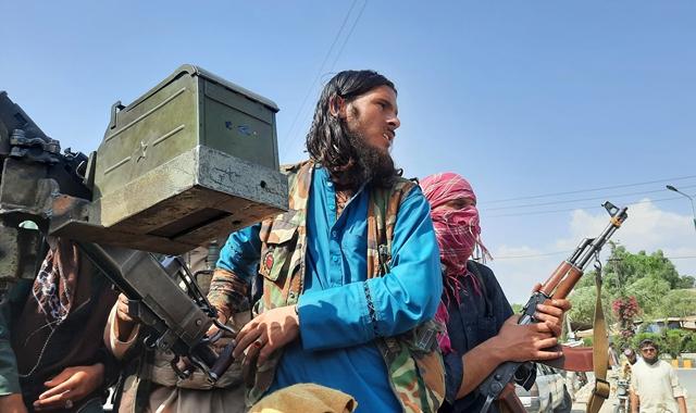 塔利班属下成员的武器装备相对老旧。(文内配图均自新华社)