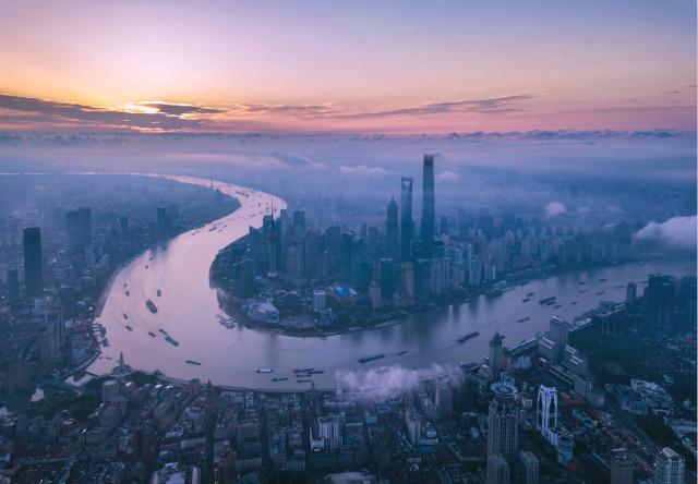 上海浦东陆家嘴(2018年6月21日摄,无人机照片)。新华社。