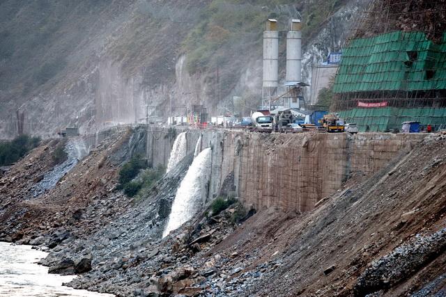 图为云南某水电站建设工地。摄影/章轲