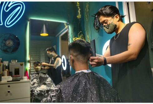 9月21日,越南首都河内一家理发店恢复营业。(文内配图均自新华社)