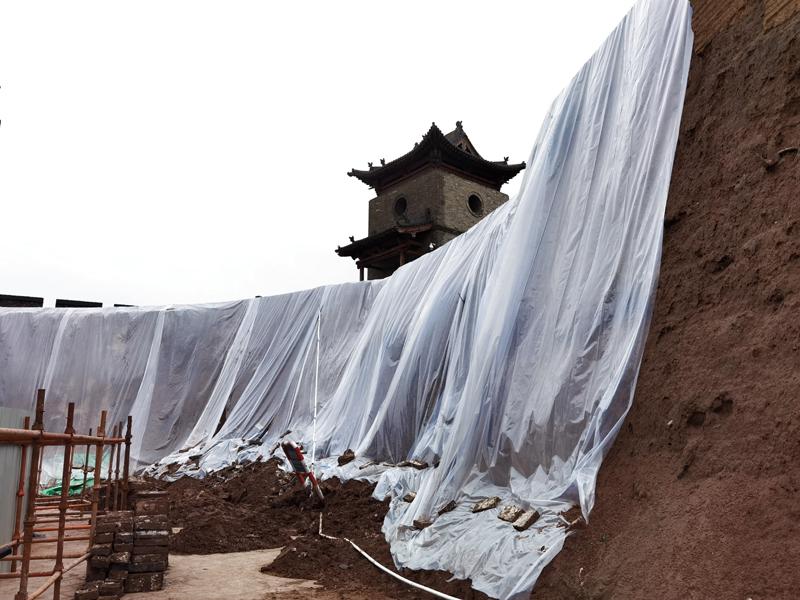 10月8日,平遥古城城墙局部坍塌,修缮程序已对接启动    新华社图