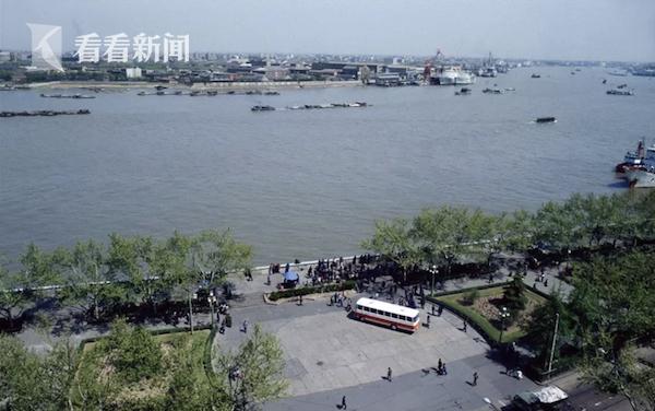 上海和平饭店窗外景象  阿德里亚诺·马达罗摄于1979年春