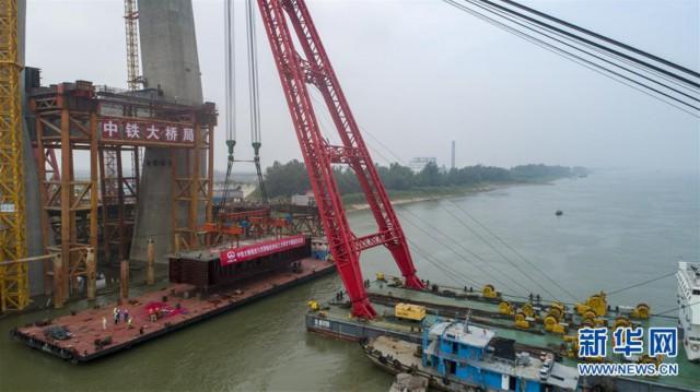 (图文互动)(1)全国首座设计时速350公里的长江铁路桥开始架梁