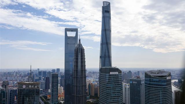 """田子坊从一个马路集市变身充满上海老弄堂气息的商业旅游区。当菜场被清除,艺术家陈逸飞和尔冬强被邀请到这里开设工作室。""""在CBC建筑中心主办的""""全球城乡创新发展大师荟""""上,孙继伟总结过去在上海四个区的文化建设经验,认为很多中国城市在改造过程中揠苗助长,因快速发展而缺乏深思熟虑,""""有时候,我们连纠正错误的时间也没有。众多的新兴城市在规模迅速扩张的同时,它缺少时间积累,也缺少文化沉淀,缺少城市的丰富性和多样性。韩天衡年纪这么大的老艺术家也北漂,说明上海的文化环境出现了问题。这座隐匿于嘉定郊区的灰色建筑,在周围成片的葡萄园中并不显眼。但对于那些与他深交过的建筑师安藤忠雄、柳亦春,以及周春芽这些艺术家来说,他们眼中的孙继伟不仅是上海的政府官员,更是一位懂建筑、懂城市规划的专家。在这里,音乐是看得见的,建筑也是可以演奏的乐器。</p>  抗疫经济政策建言  2020-02-24 21:27   上海:各企业错峰返沪 分批返岗 灵活安排工时<p>在今天下午举行的上海市政府例行新闻发布会上,发布了《致全市各企业书》。同济大学建筑系博士的专业背景,让他成为上海近20年城市文化发展建设的历程里不可忽视的关键人物。</p> 2020-02-06 21:04   上海新增16例新型冠状病毒感染的肺炎确诊病例 累计确诊169例<p></p> 2020-02-01 15:13   <img class="""